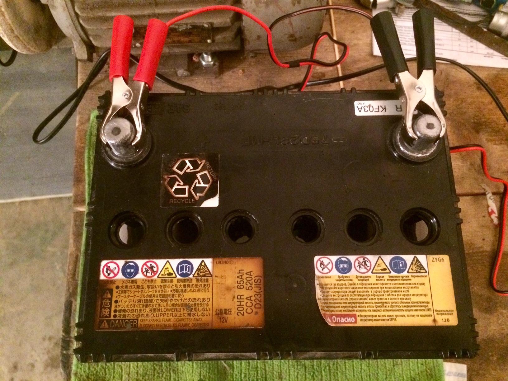 Как заряжать полностью разряженный аккумулятор автомобиля зарядным устройством