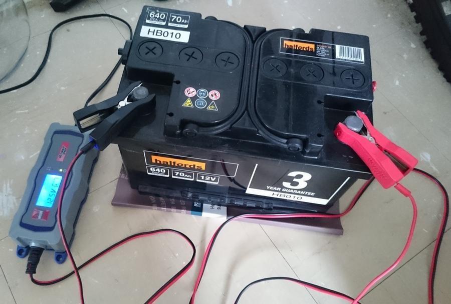 Как заряжать аккумулятор автомобиля зарядным устройством, фото, видео