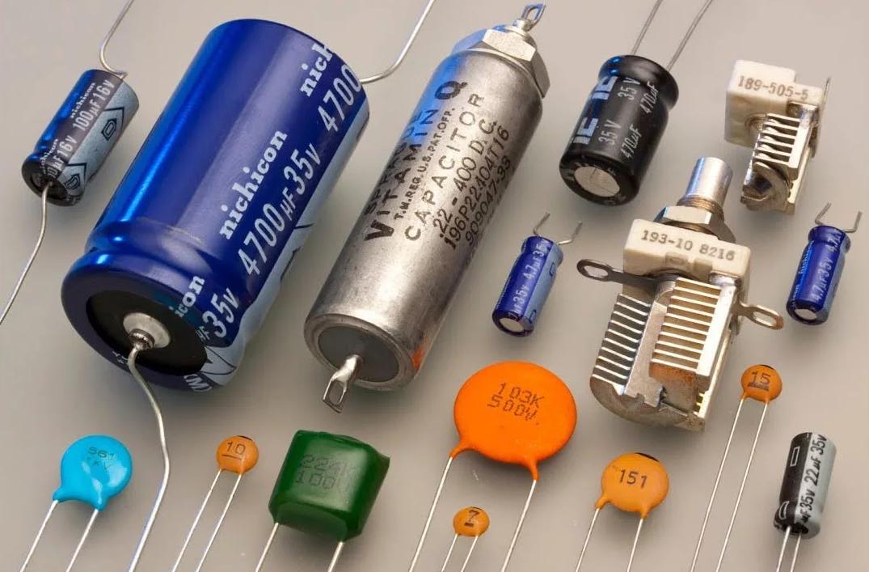 Для чего в электрических цепях используются конденсаторы